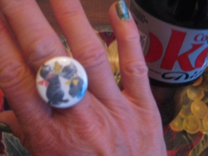 "it's a vintage-y ""little kittens have lost their mittens"" ring! adorable!"